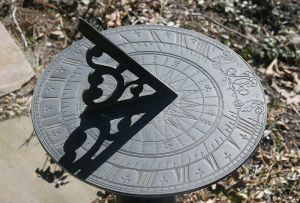 By liz west (Sundial) [CC-BY-2.0 (http://creativecommons.org/licenses/by/2.0)], via Wikimedia Commons